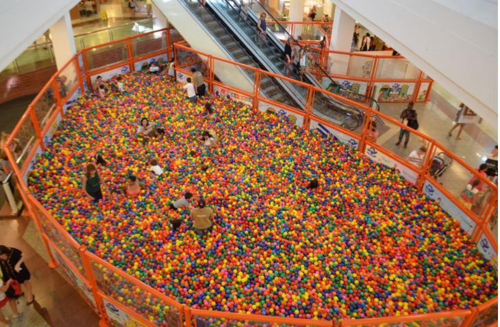 Mega Piscina de Bolinhas – Shopping Via Parque
